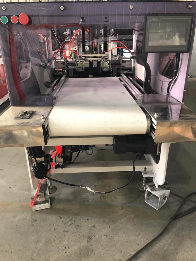 Máquina para Luvas Curtas Pista Dupla com Refile Automático